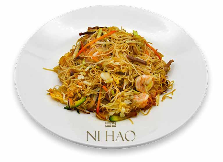 4.Spaghetti di riso con speck e gamberi